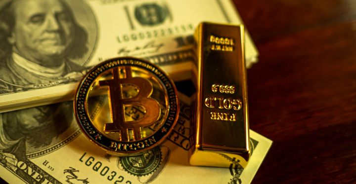 04_Bitcoin-and-gold.jpg