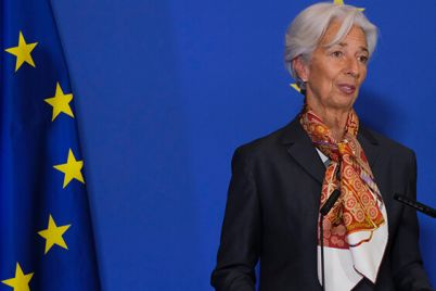 05_A-picture-of-Christine-Lagarde-giving-a-speech.jpg