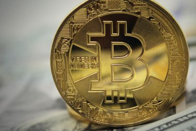 05_Golden-Bitcoin-standing-on-banknotes.jpg