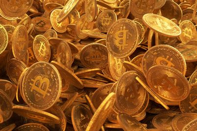 05_Many-golden-bitcoins-.jpg